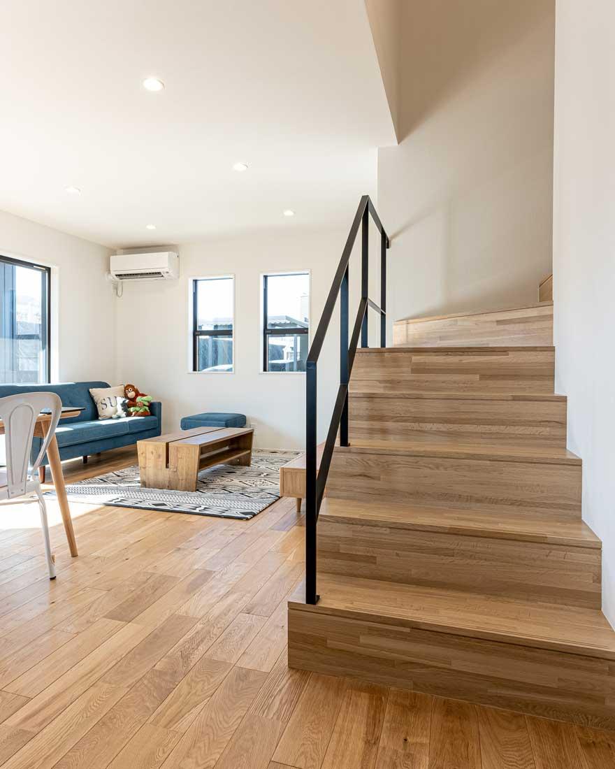 モデルハウスのリビング階段2