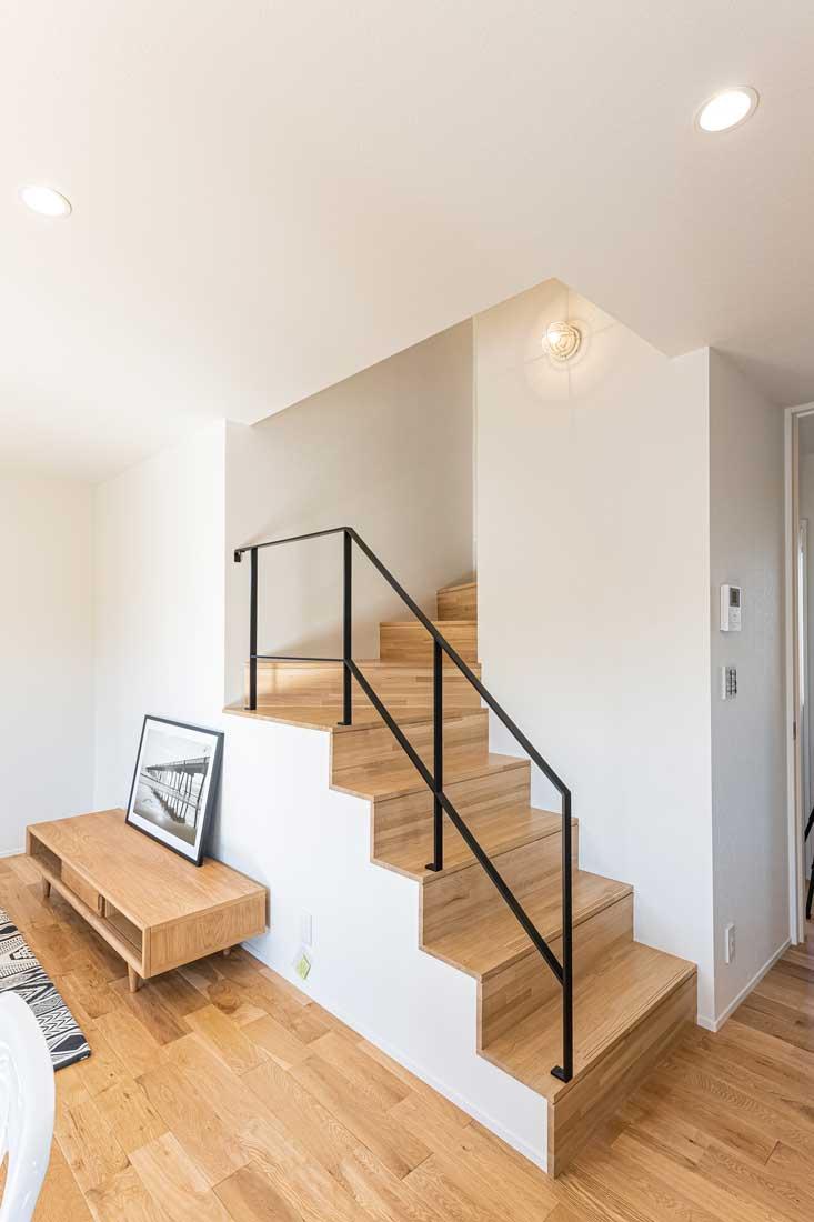 モデルハウスのリビング階段3