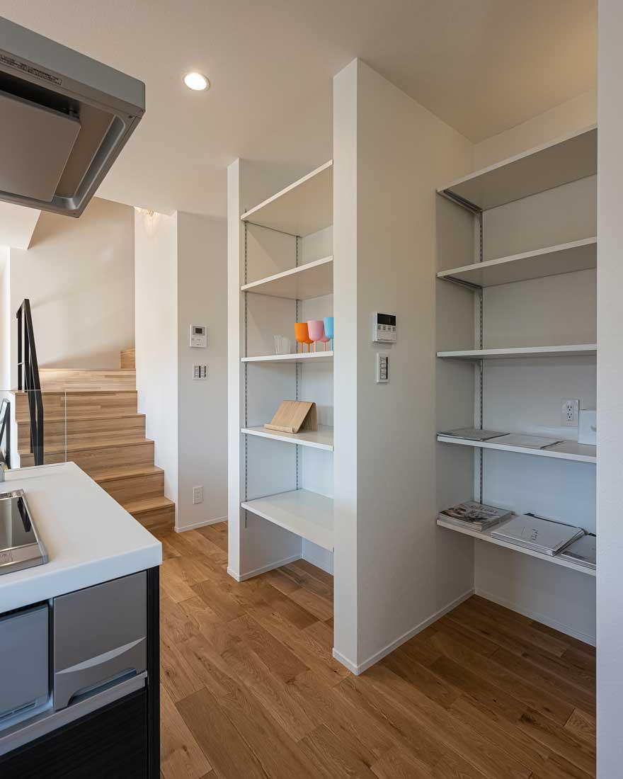 モデルハウスのキッチンと収納2